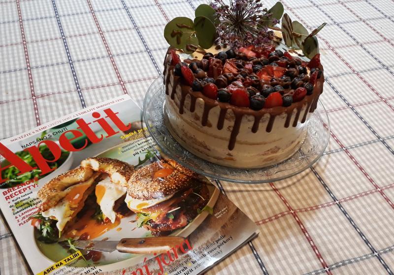 Vanilkový dort s merunkovou marmeládou a levandulovým sirupem