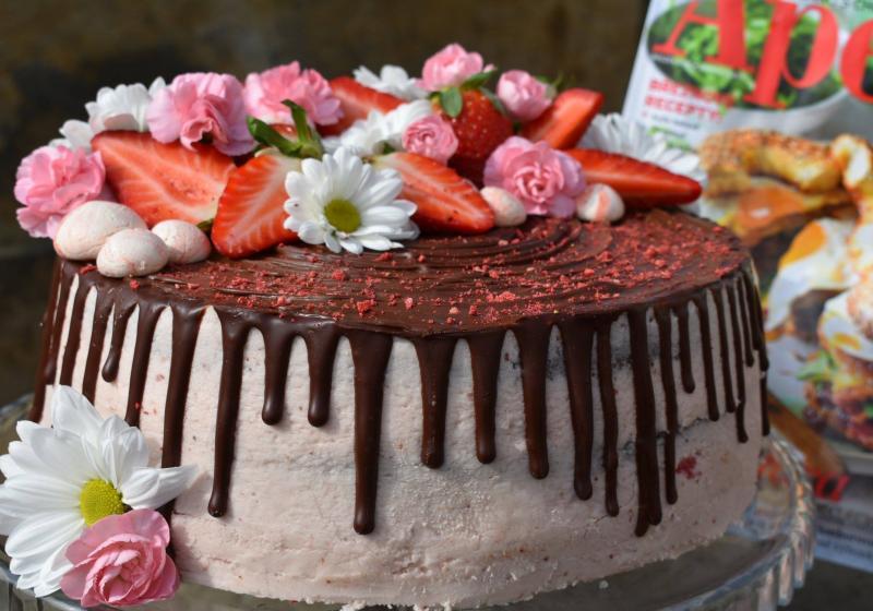 Kefírový dort s mascarpone krémem a čerstvými jahodami