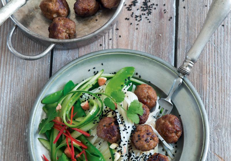 Asijské kuličky snudlovým salátem
