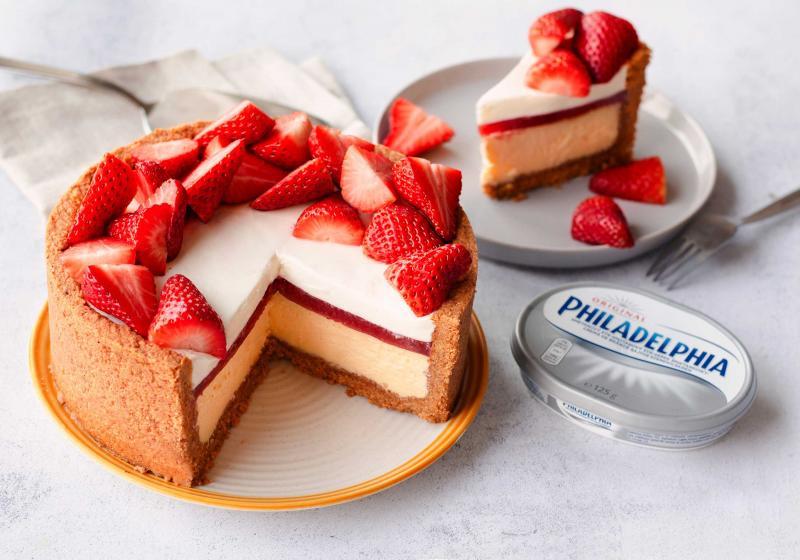 Dvojitý pečený nepečený cheesecake.