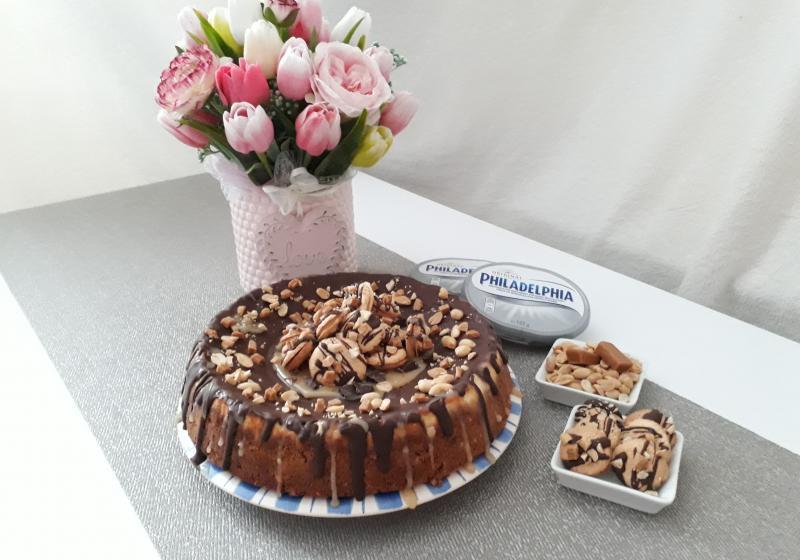 Arašídovo-karamelový cheesecake s arašídovými makronkami