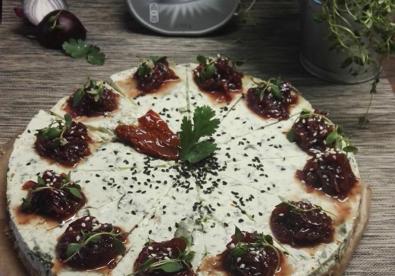 Špenátový cheesecake s cibulovou marmeládou