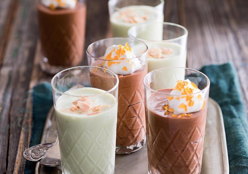 Světlá pěna z bílé čokolády s čajem matcha
