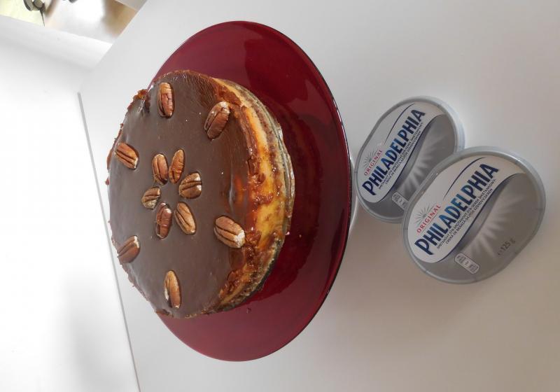 Vrstvený čokoládovo-karamelový cheescake