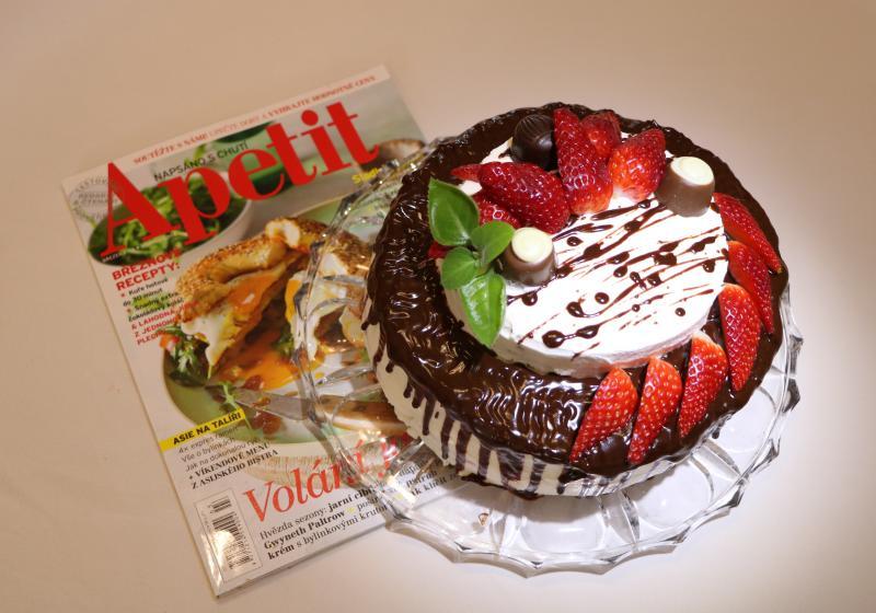 Šlehačkový dort s tvarohem a jahodami