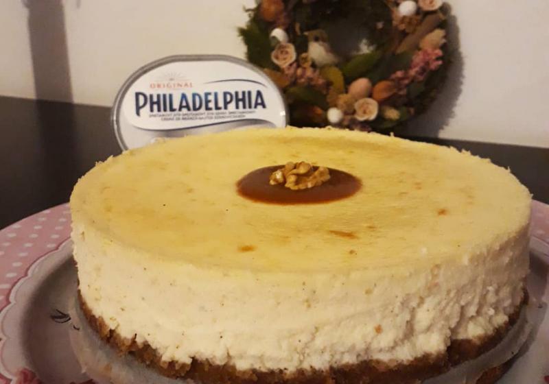Cheesecake se skořicí a slaným karamelem