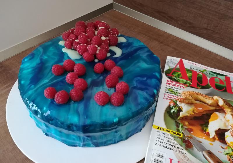 Malinový dort se zrcadlovou polevou k 15. narozeninám Apetitu