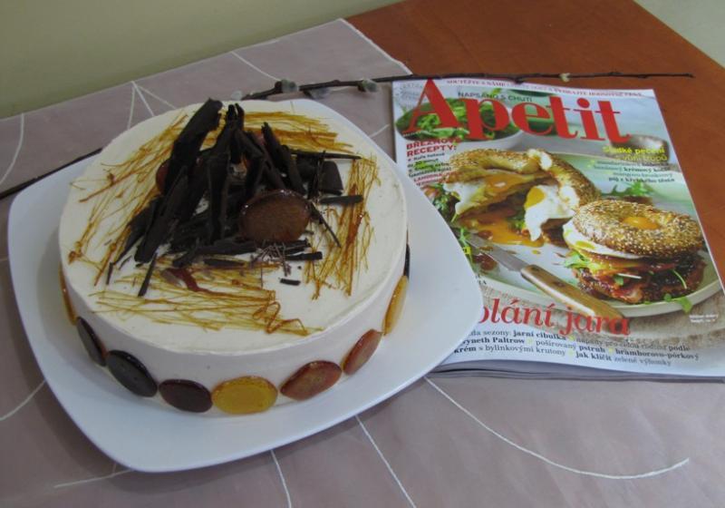 Karamelový hedvábný dort