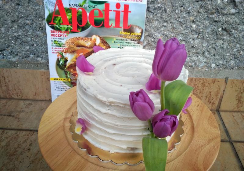 Svěží vanilkovo-ovocný dort s coulis z borůvek a malin