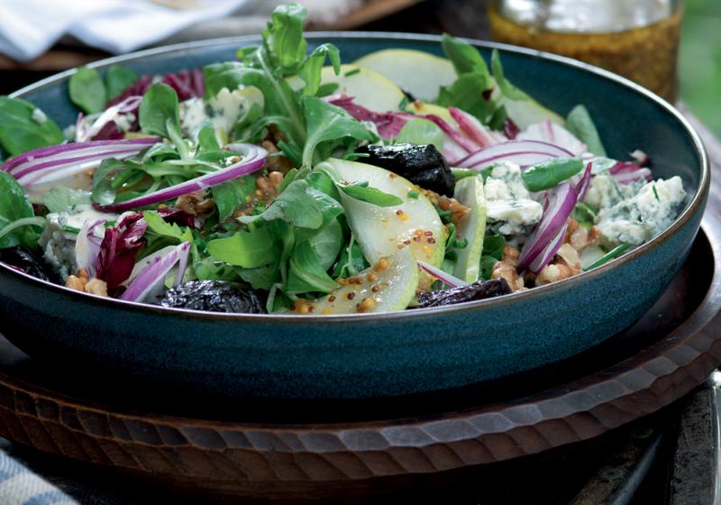 Salát s hruškami a nivou