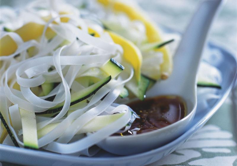Salát s rýžovými nudlemi