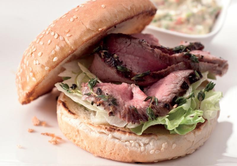 Sendvič s flank steakem