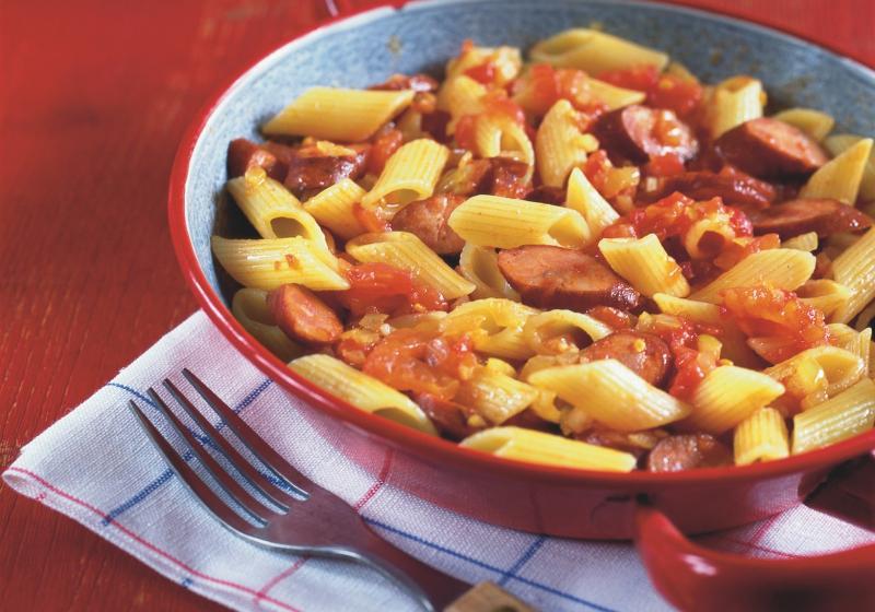 Šťavnaté těstoviny s klobáskou
