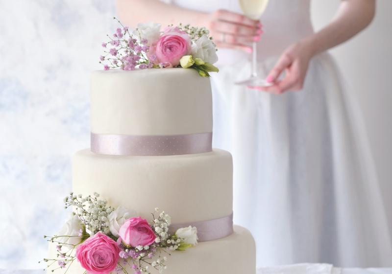 Třípatrový svatební dort