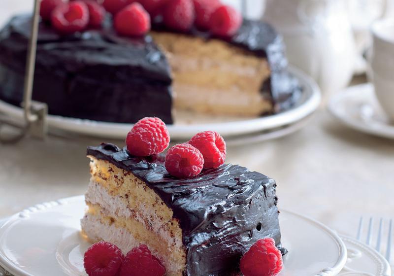 Vanilkový dort s malinovým krémem