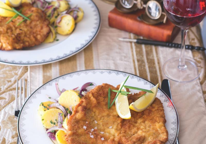 Vídeňský telecí řízek s bramborovým salátem