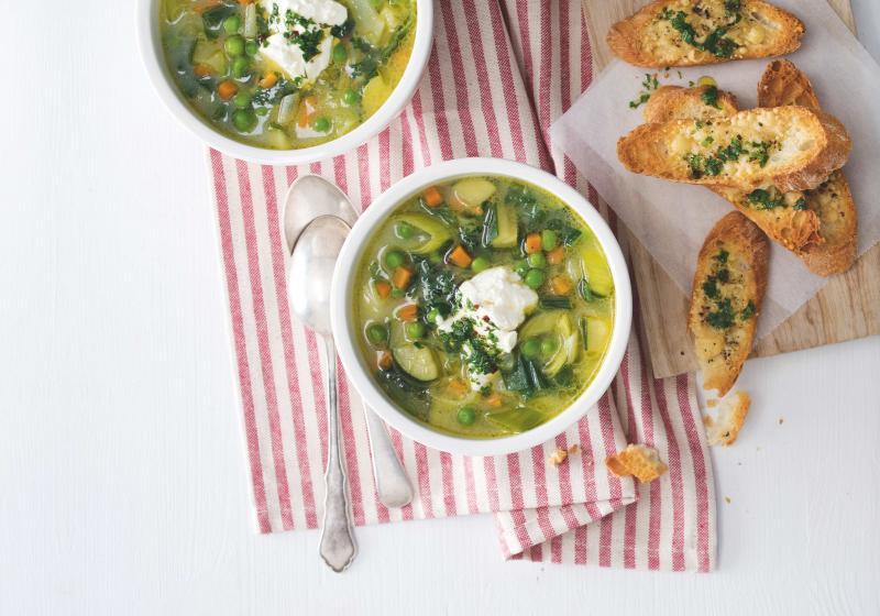Zeleninová polévka se sýrovými tousty