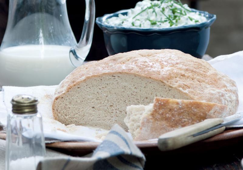 Světlý podmáslový pšenično-žitný chléb