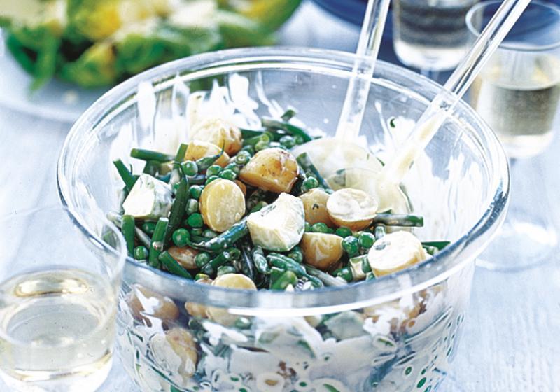 Lehký bramborový salát s mátovou majonézou